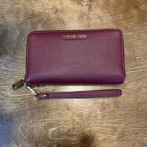 BRAND NEW-MICHAEL KORS- Burgundy zip around wallet